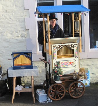 Organ grinder at work