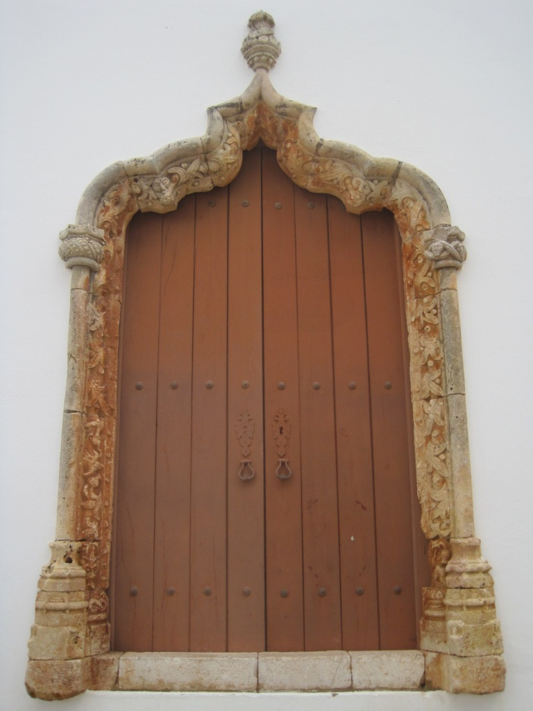 Manueline doorframe of the Igreja da Misericordia