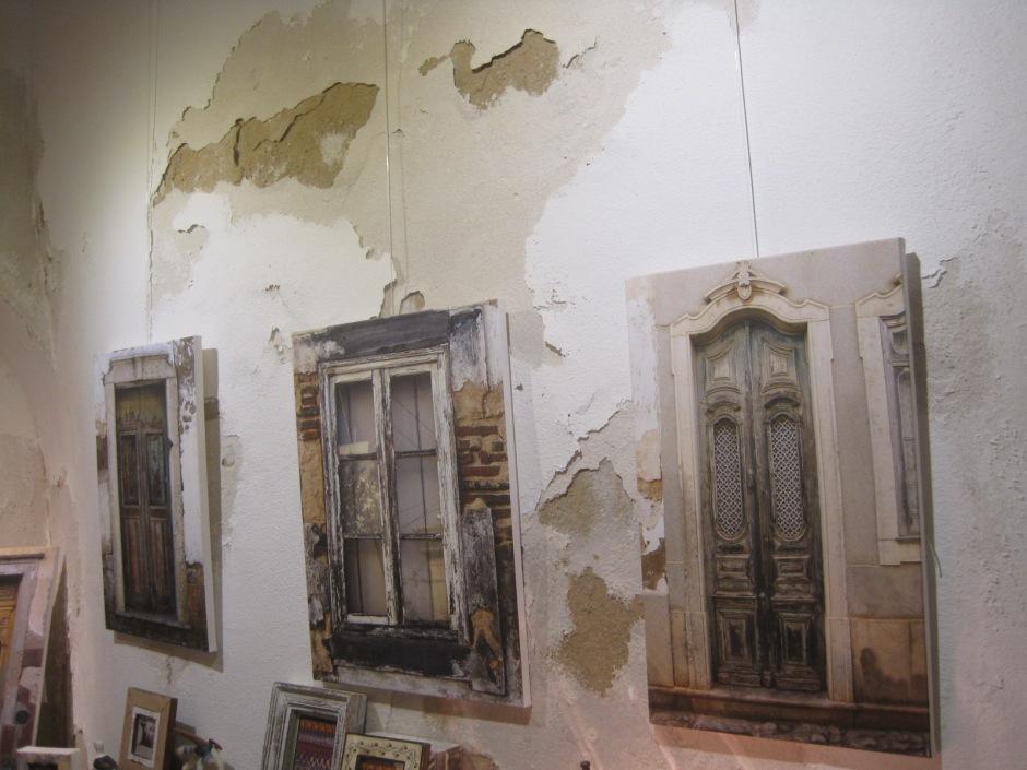 Canvas portraits of windows in Casa das Portas
