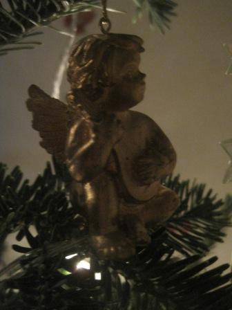 Small cherubs sit up high