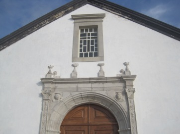 The church doorway, in Manuelline style