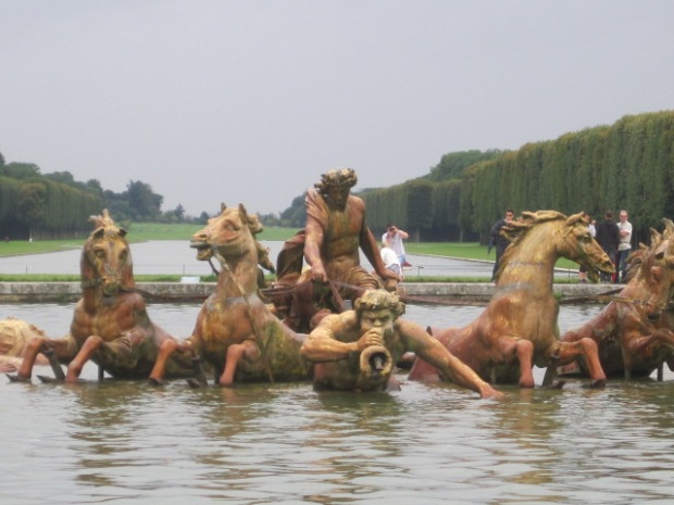 Fountain of Apollo's Chariot with the Grand Canal in the background