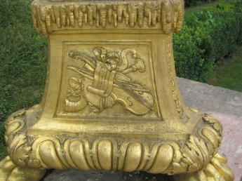 The gilded urns truly beautiful