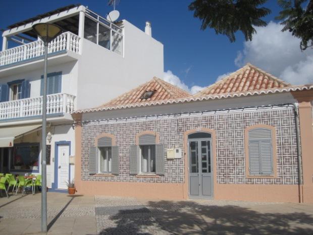 A typical house on Duarte Pacheco, next to a cafe