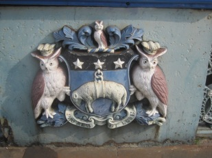 The crest. Did somebody mention owls?