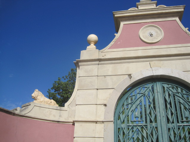 The side gate to the palace