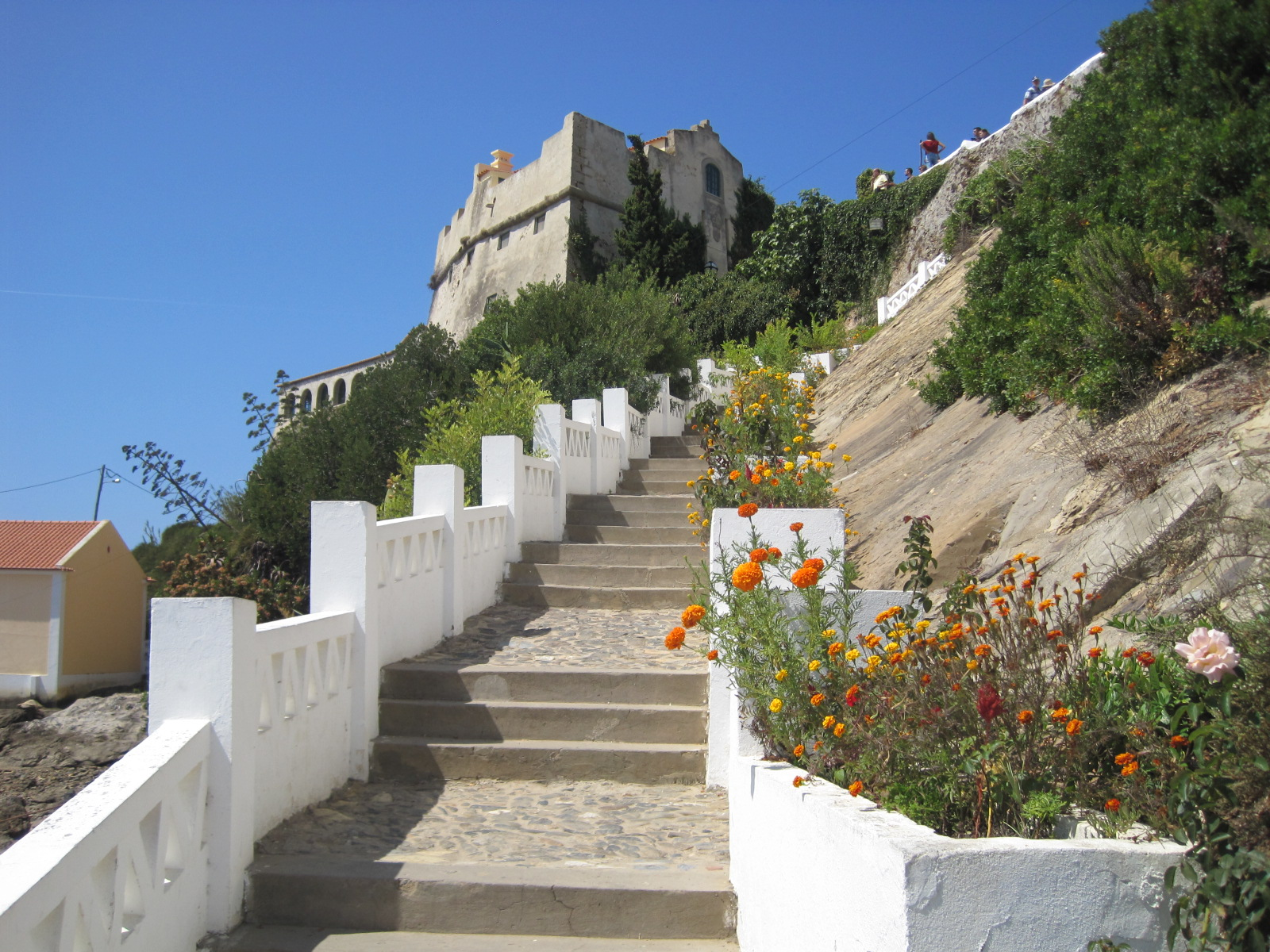 Time to mount the steps back to the castelo