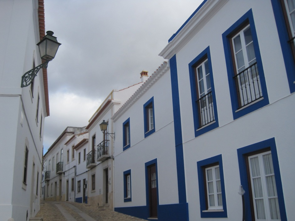 Such a typical Portuguese street!