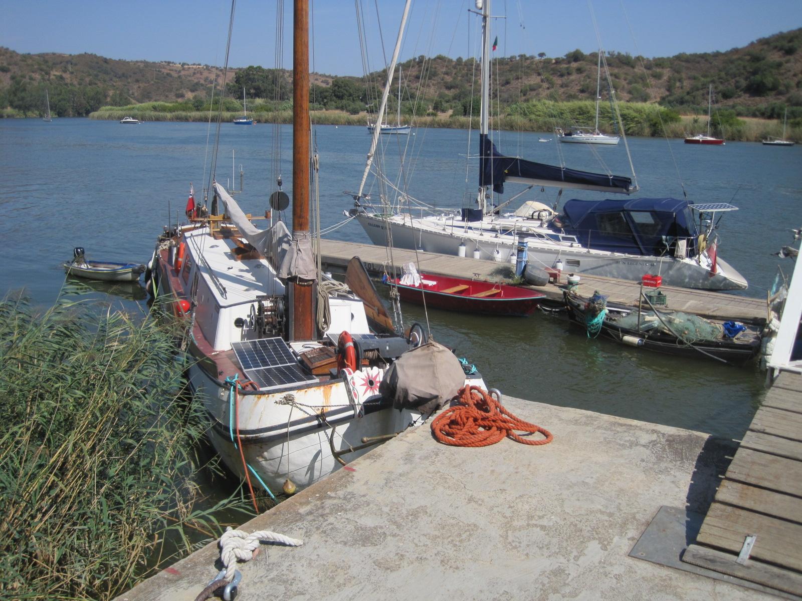 The tiny harbour at Laranjeiras