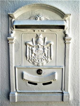 Such a pretty letterbox