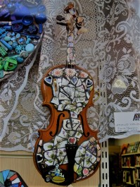 A stylish violin...and more lace!