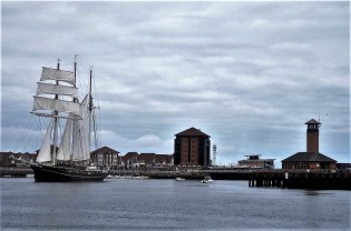 A Tall Ship comes back into port